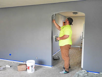interior house painter Honolulu painting a wall grey